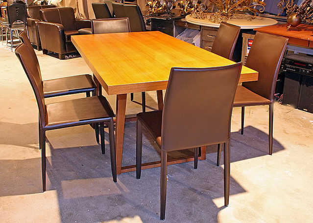 New - Last One $600 Off! Modern Dining Table W / 6 Leather Chairs