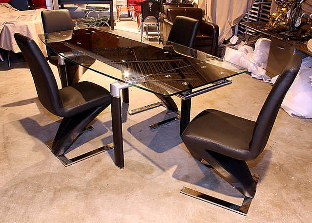 New - Extension Glass Dining Table And 4 Chairs 50% Off!