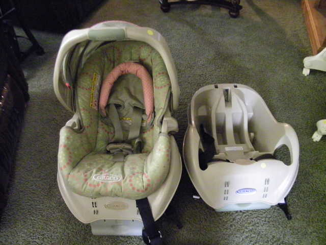 Graco Infant Carrier W / Extra Car Base