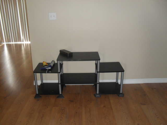 Very Nice And Sturdy Tv Stand! Holds 32 Or Up To 250lbs!