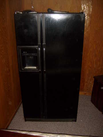 No Frost Refrigerator / Freezer With Front Ice And Water Dispenser