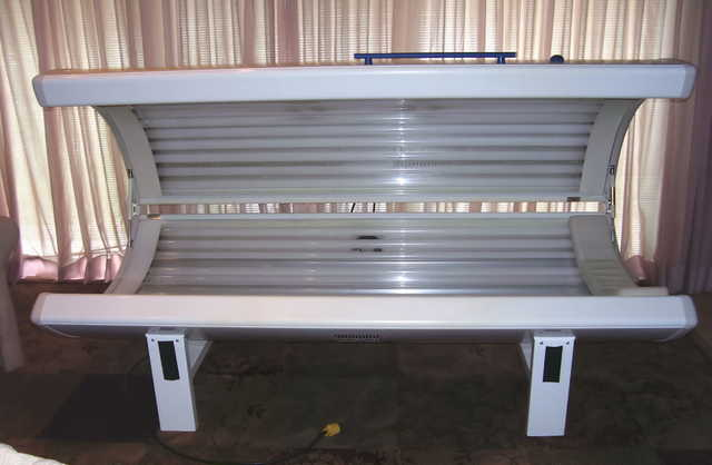 Tanning Bed, Dr. Kern, Stretch, 29 Bulbs Low Hours
