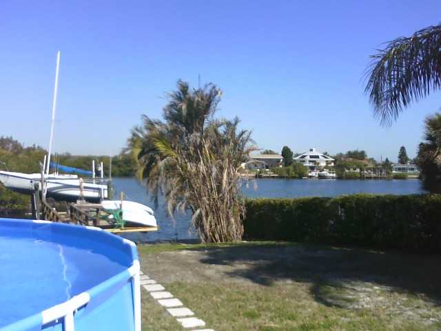 Beach / Pool / Jacuzzi / Fishing Dock / Gym / 5 Sailboats / Share 4 / 3 Fur