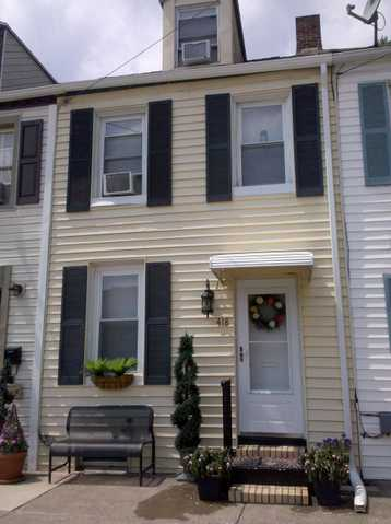 Adorable Townhome In Harrisburg