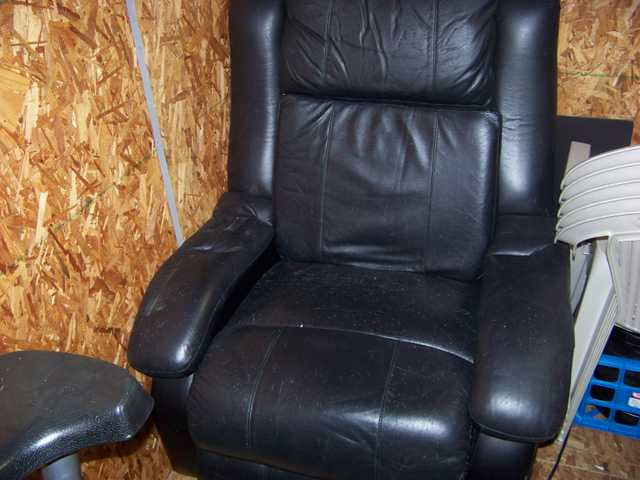 100% Leather Massage Recliner For Sale $75 O. B. O.