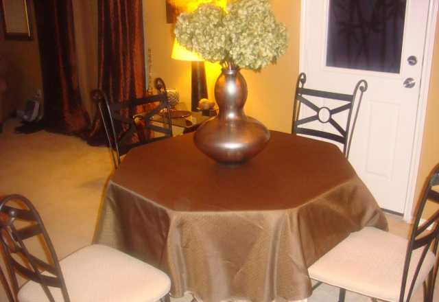 Round Dining Table W / 4 Chairs