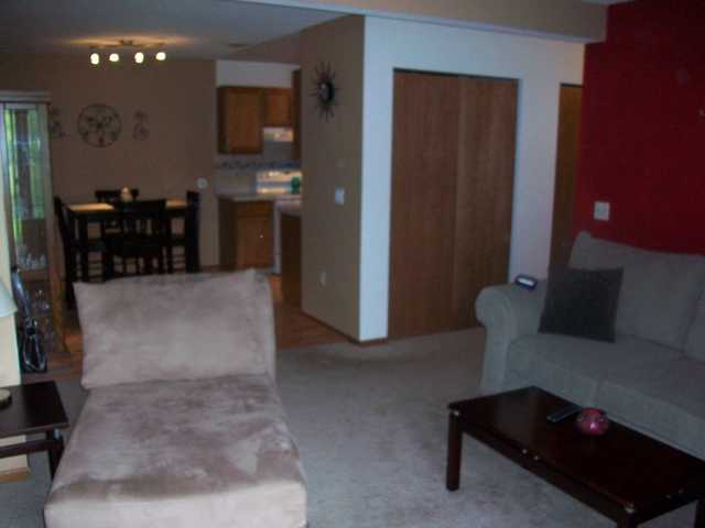 Perfect Starter Condo, 2 Bed / 1 Bath