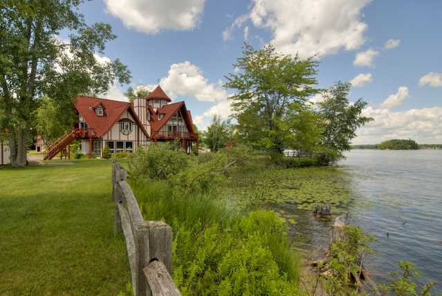 Custom Estate On Lake Mecosta Peninsula