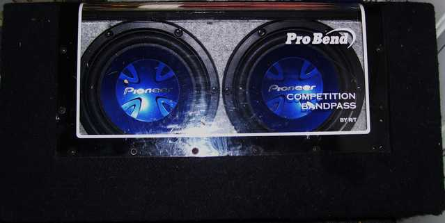 2 Pioneer 600 Watt 10 Subwoofer In Competition Bandpass