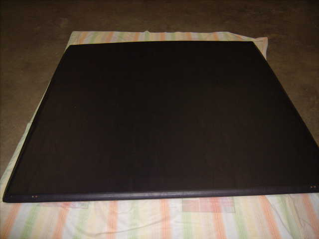 Used Tri - Fold Hard Top Truck Bed / Tonneau Cover From 2006 Ford