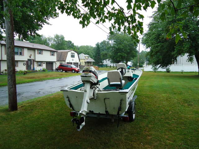 1997 Grumann V Hull Fishing Boat