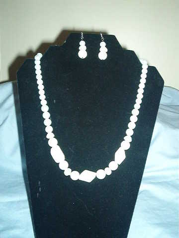 White Stone And Pearl Necklace Set