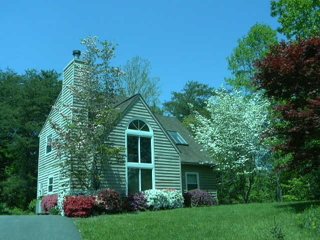 $1325 / 2br + Loft / 2 Ba On Wooded 1 / 3 Acre Lot (Mill Creek)