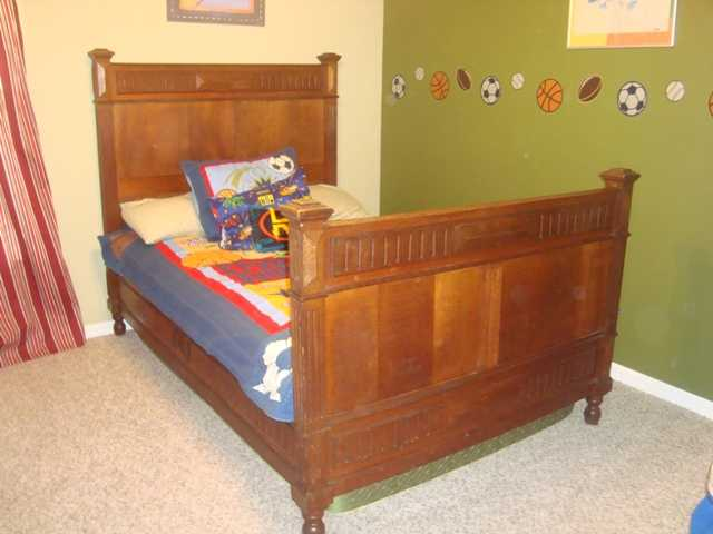 Antique Twin / Full Size Bed With Mattress