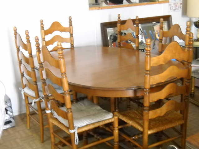 Antique Oval Table With 6 Chairs