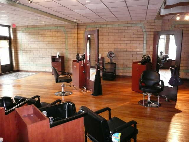 Booth / Suite For Rent In Beautiful Salon