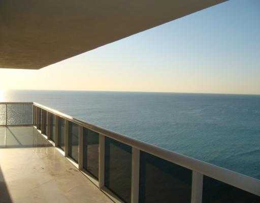 Stunning Condo With Direct Ocean View 3 / 3 @ The Beach Club