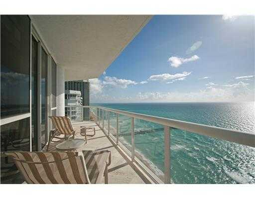 Magnificent Luxurious Penthouse On The Ocean. 3 / 2