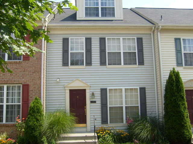 Beautiful 3ba, 3 - Level Townhouse