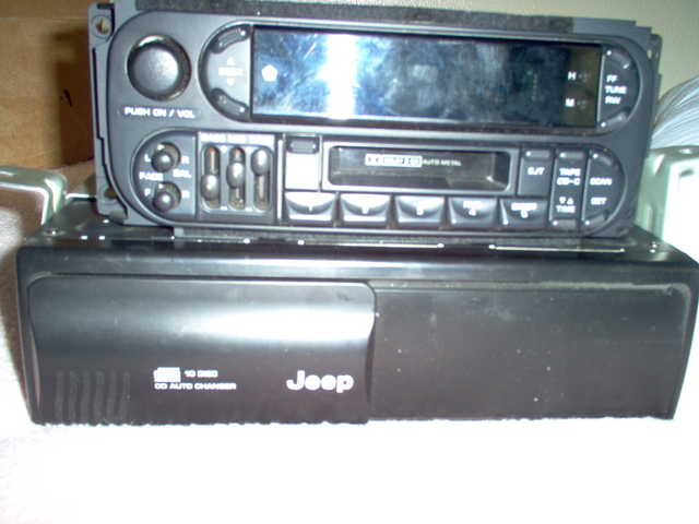 10 Disc Co Chainger And Radio Fore Jeep