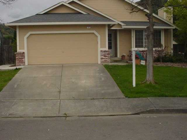 Cloverdale Home With Large Living Area & Backyard