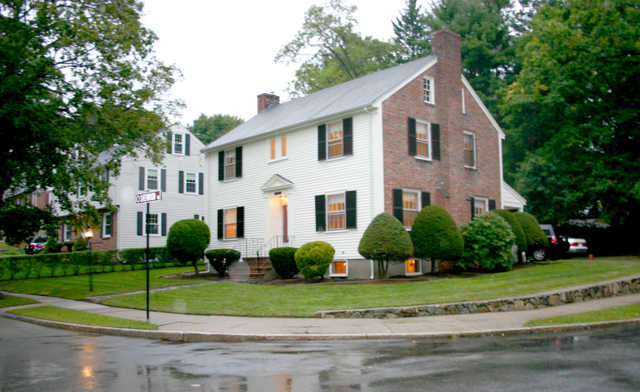 2800+ Sqft Immaculate Early 1900's Colonial With Architectural De