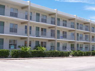 2bd / 2ba Condo A Few Steps From The Beach!