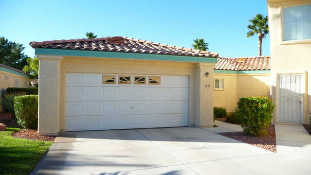 Beautiful And Neat Home In A Guard Gated Golf Course Community!
