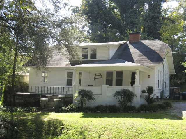 8069 Greenbriar Rd - Lovely 1 ½ Story Home Located On Large Corne