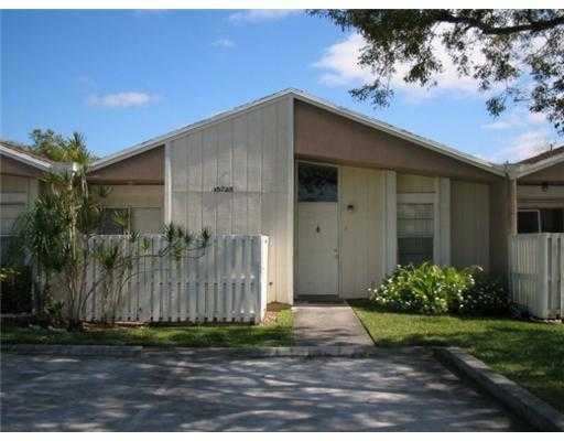 Cozy Villa 3 Bedrooms 2 Full Bathrooms In Weston Area Community.