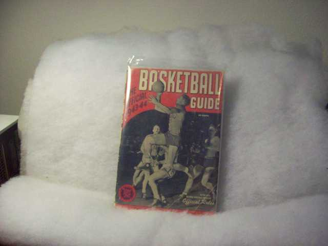 1943 / 44 Basketball Guide