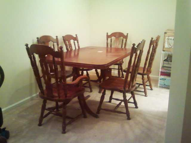 Beautiful Mahogany Dining Table With Six Chairs