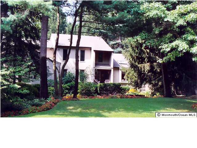 Great Colonial In Desirable Section Of Lincroft