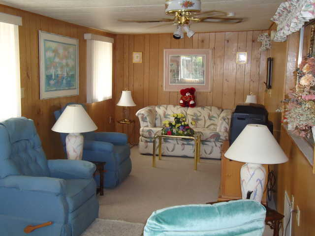 Must See 2 Bedroom Mobile Home