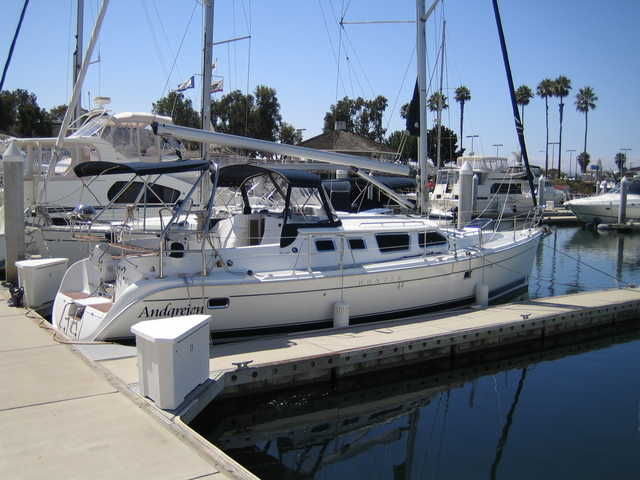 2007 Hunter 44 Deck Salon