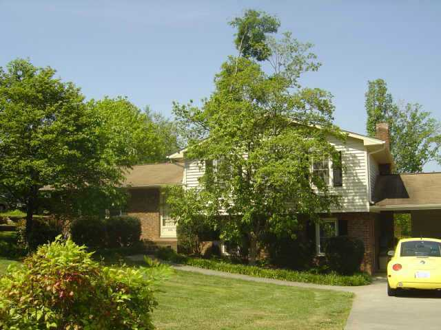 4 Bedrooms In Clemmons. Great Location!