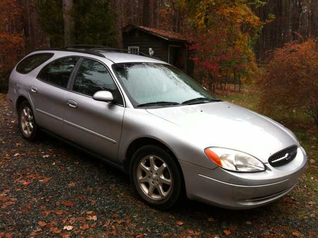 2000 Silver Ford Taurus Se - 95,600 Miles - One Owner