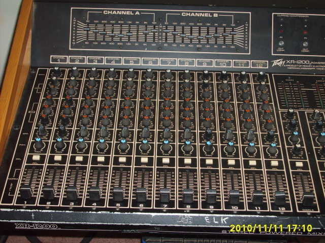 12 Channel Powered Mixer / Peavey