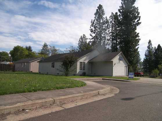Newer 3 Br 2 Bath Home In Great Condition ($875 / Month)