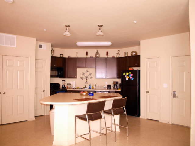 1 / 1 In 2 / 2 @ Grandmarc Apts, $805 / Month, Move In Asap ...