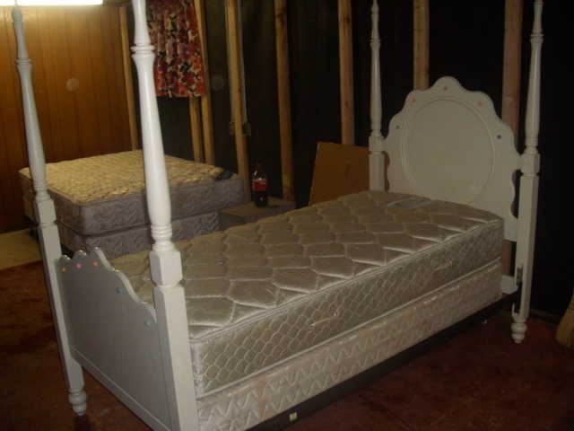 Girls Four Post Twin Bed