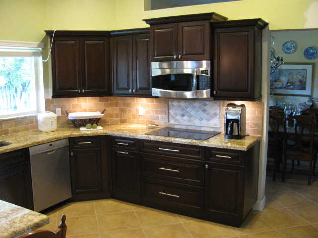 Gabinetes de cocina kitchen cabinets home services for Kitchen cabinets hialeah