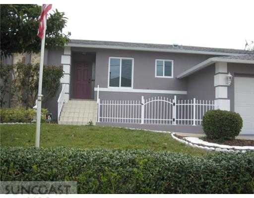 3 / 2 / 2 On The Water With Gulf Access & Fenced Yard For Pets