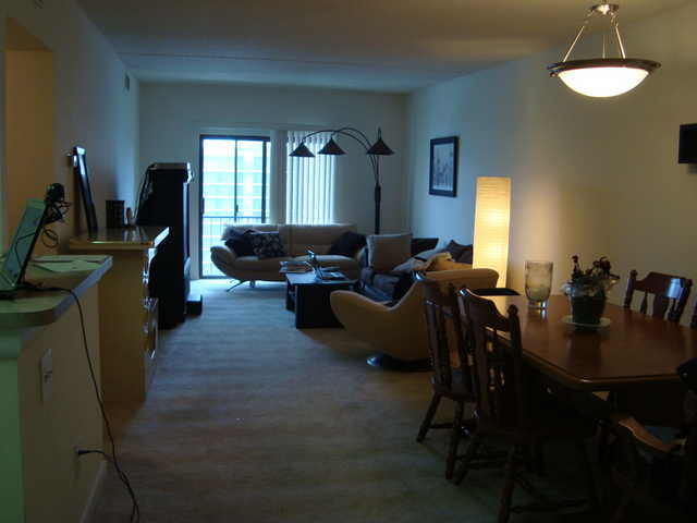 A Room In A 2 Bedroom - 2 Bathroom Apartment