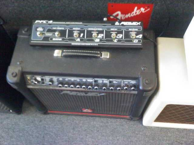 Washbern Tigur Guitar And Peavey Transformer 112 Amplifier