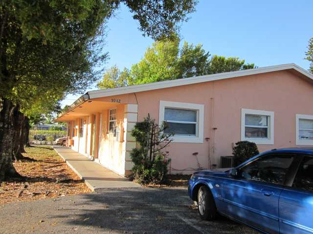 $700 / 2br - 2 Bedroom 1 Bathroom In Sunrise (5942 Nw 19th St)