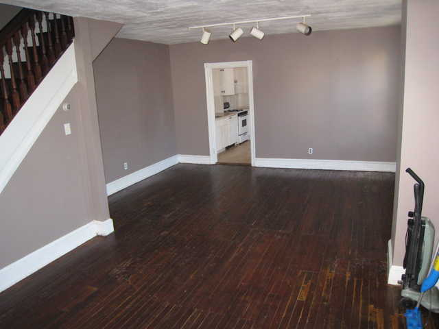 Bautifull 3 Bedroom 1 1 / 2 Bath Twin In Wayne