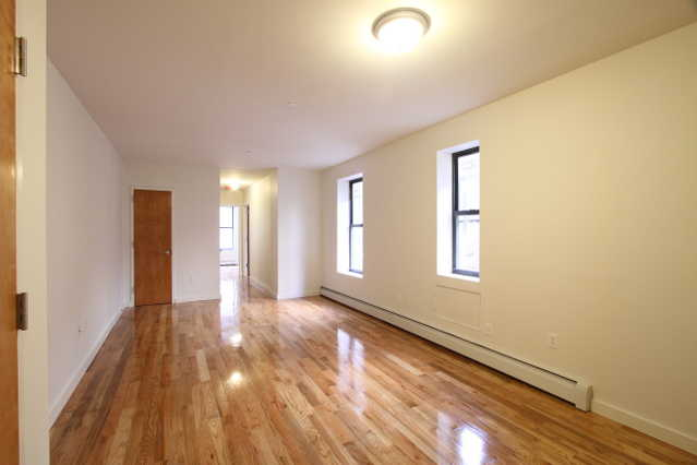 Newly Renovated 2br Apt (Elevator / Laundry Room)