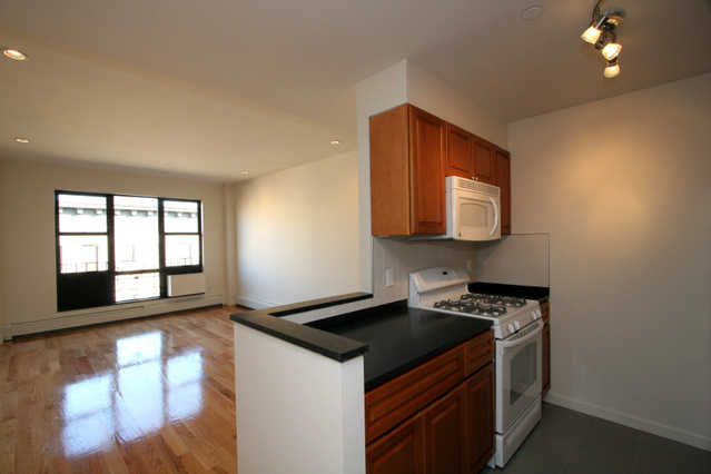 One Bedroom Apt @ Central Park North