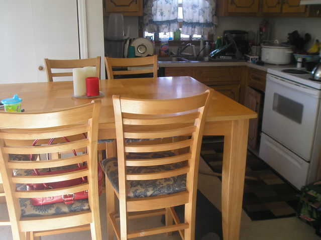 Counter Height Dinnig Room Table With 6 Appolstered Chairs